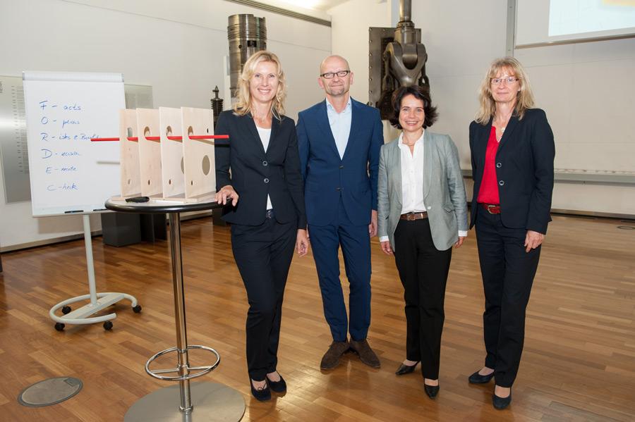 Prof. Dr. Stephanie Rascher, Wilfried von Rath (Mitglied des Vorstands MAN Energy Solutions SE), Simone Schönfeld (Cross Consult), Elke Knieriemen (Head of Organizational Development MAN Energy Solutions SE)